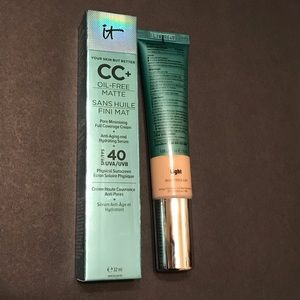 IT Cosmetics  CC+ Light Cream SPF 40